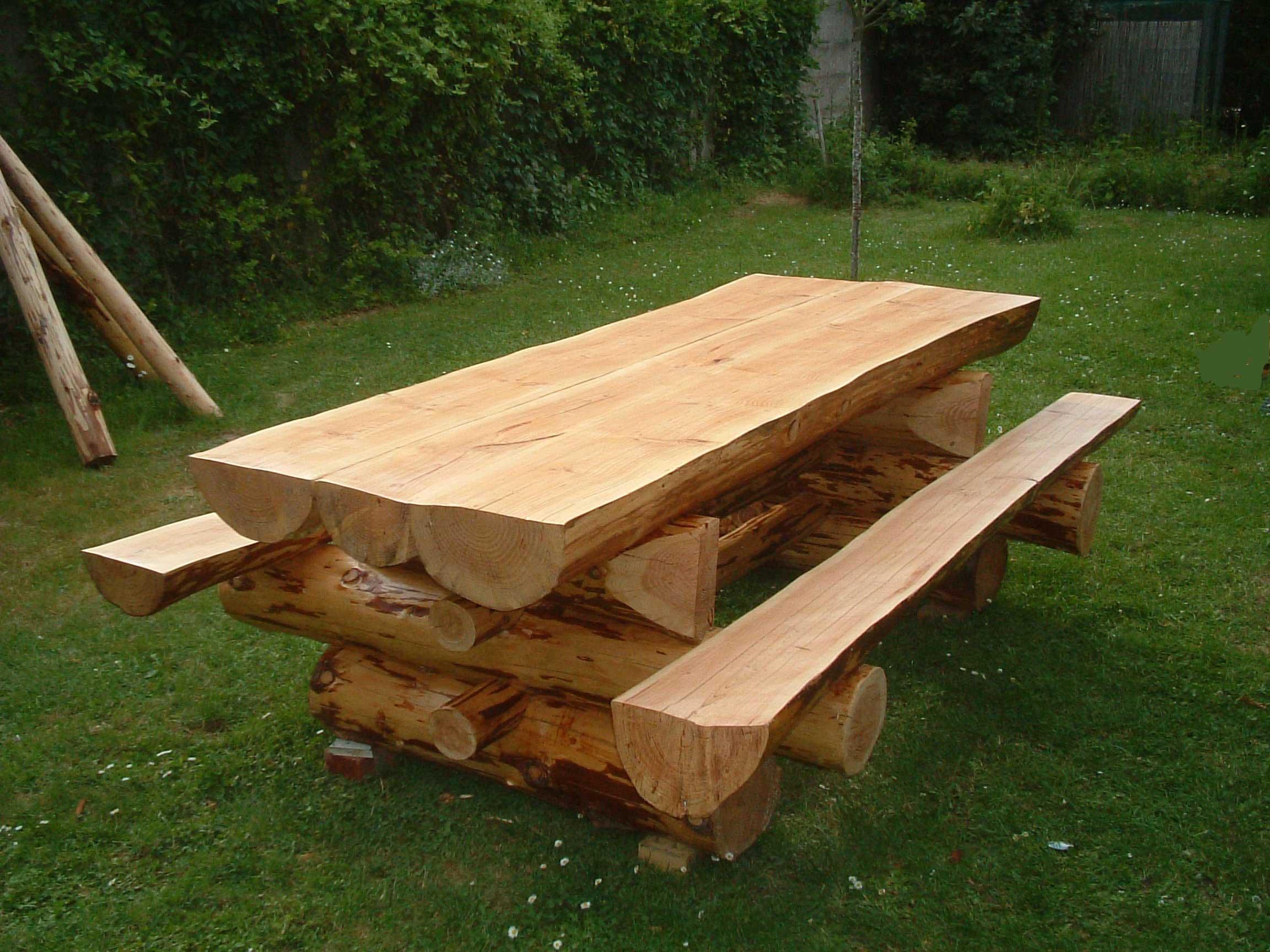Table de nuit rondin de bois conceptions architecturales - Table en rondin de bois ...